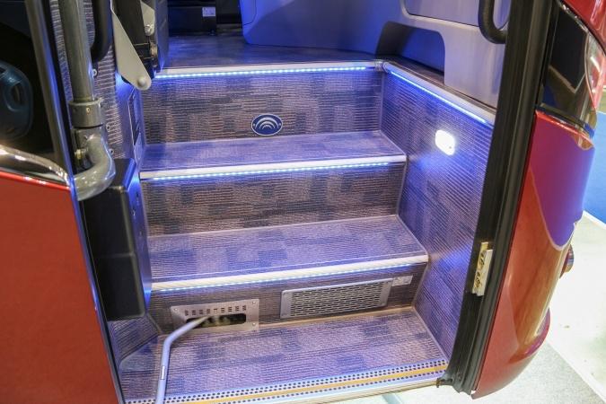 лестница в автобусе ютонг 6128