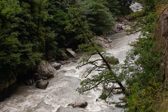 река Мзымта внизу